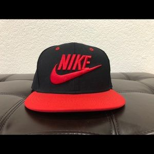 Nike black and red snapback hat